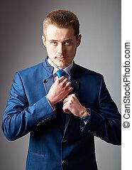 sien, necktie., ajustement, jeune, confiant, homme