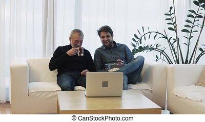 sien, ordinateur portable, père, fils, hipster, personne agee, home.