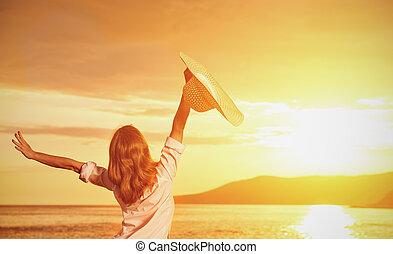 sien, ouvert, chapeau, dos, femme, coucher soleil, apprécie, mains, heureux
