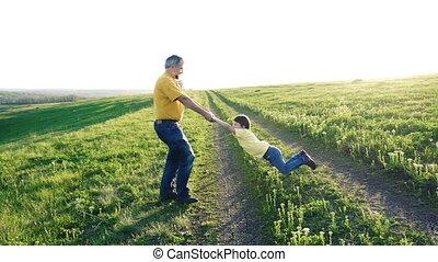 sien, père, fils, tourner, tenant mains