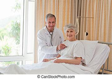 sien, patient, docteur, prendre, pulsation, personne agee