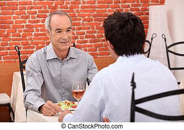 sien, petit-fils, homme âgé, repas, dehors