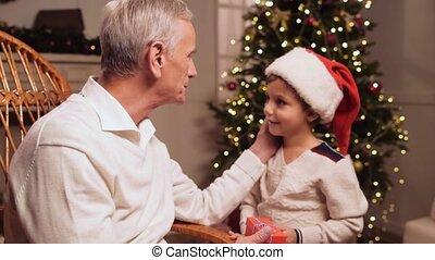 sien, petit-fils, obtenir, homme, vieilli, présent noël, aimer