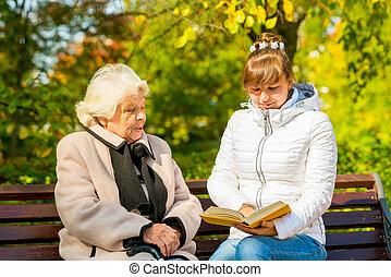 sien, petite-fille, jeune, personnes agées, grand-mère, lit, livre