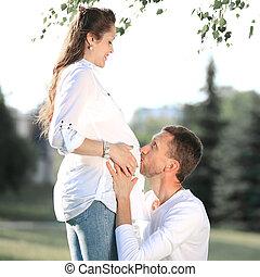 sien, pregnant, épouse, parc, promenade, embrasser, mari, heureux