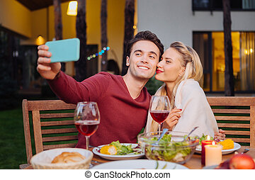 sien, prendre, joyeux, petite amie, homme, selfie, gentil