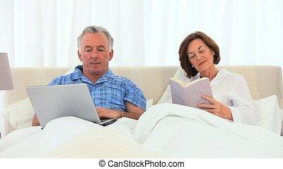 sien, quoique, lecture, épouse, fonctionnement, homme, personnes agées, informatique