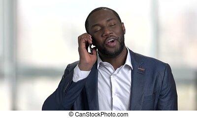 sien, réussi, conversation, homme affaires, téléphone., complet, noir