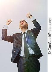 sien, raised., très, bras, homme affaires, heureux, énergique