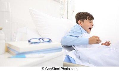 sien, reposer, hôpital, bâiller, chutes, lit, avant, oreiller, tête, endormi, mensonge, enfant, seul