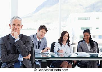 sien, séance, directeur, main, regarder, quoique, menton, mûrir, équipe, Sourire, lui