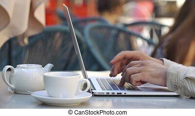 sien, séance, ordinateur portable, quelque chose, table, café, types, homme