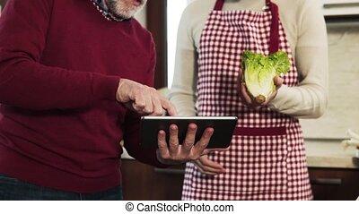 sien, tablette, père, kitchen., fils, hipster, personne agee