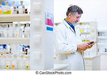 sien, tablette, travail, informatique, utilisation, personne agee, doctor/scientist