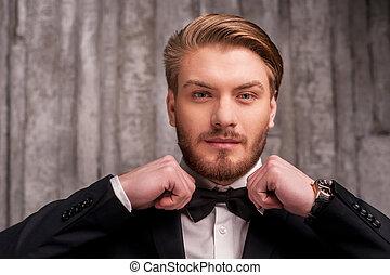 sien, tie., ajustement, jeune, formalwear, arc, regarder, appareil photo, attachement, cravate, beau, homme