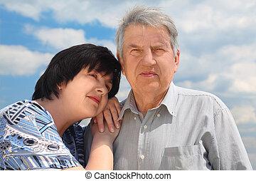sien, vieux, fille, ciel, adulte, penchant, portrait, nuages, épaule, personne agee