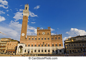Siena - SIENA, ITALY, August 5, 2011: Campo Square with ...