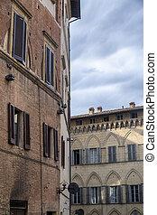 siena, italy:, historyczne zabudowanie