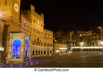 Siena night view, Tuscany, Italy - Night view of Campo ...