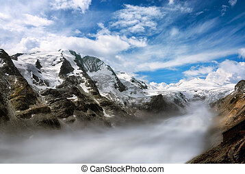 sierra, con, niebla, en, el, valle