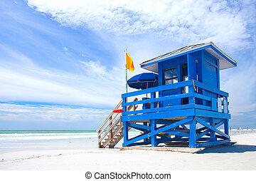 siesta, schlüssel, sandstrand, florida, usa, bunte, rettungsschwimmer, haus, auf, a, schöne , übersommern tag, mit, wasserlandschaft, blau, trüber himmel