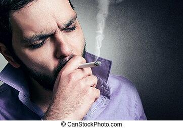 sigaretta, uomo barbuto