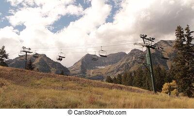 sightseers, op, chairlift, in, herfst