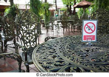 Sign no smoking area.