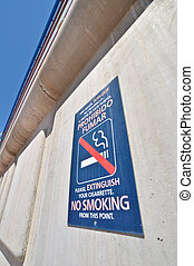 """sign """"no smoking""""in Spanish and English"""