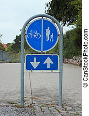 Sign to separate promenade and biking area with two way arrow