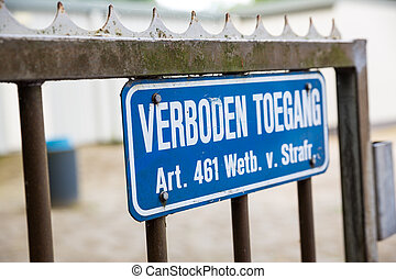 Sign with the Dutch text 'verboden toegang'