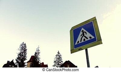 signe croisement, houses., ciel, fond, piéton