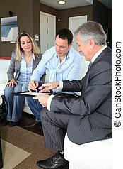 signer, immobilier, couple, agent, contrat, maison, investissement