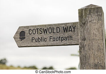 Signpost cotswold way - Wooden signpost with direction to...