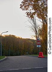signs., δρόμοs , δάσοs , αδειάζω
