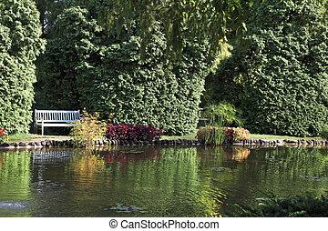 Peu profond fleurs tang arbres beau sigurta peu for Jardin pittoresque