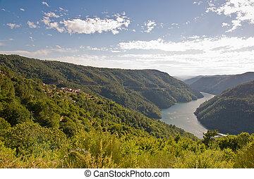 Sil canyon, Ribeira Sacra, Ourense, Galicia, Spain