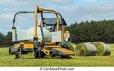 Silage Round Bale Wrapper - Round Baler wrapper wrapping up...