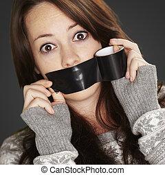 silenced, être, sur, noir, bac, portrait, girl, elle-même,...