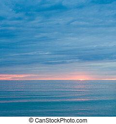 silencioso, mar, en, el, anochecer