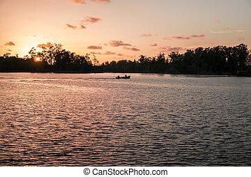 silhouette, canoë, unrecognizable, mer, africaine, pêcheurs, bateau