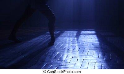 silhouette, clair lune, danses, elle, irresistible., jambes, girl