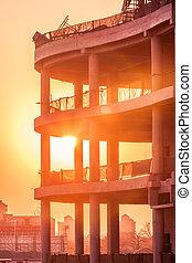 silhouette, coucher soleil, échafaudage