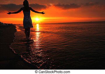 silhouette, de, a, girl, à, coucher soleil