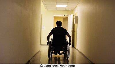 silhouette, de, homme desactivé, dans, a, fauteuil roulant,...