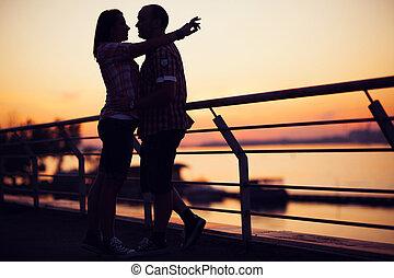 silhouette, di, coppia, tetto