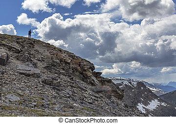 silhouette, di, uno, uomo, su, uno, montagna, -, jasper parco nazionale