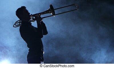 silhouette, enfumé, musicien, isolé, studio, trumpet., professionnel, jouer, homme
