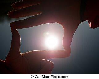 silhouette, femme, soleil, main., main, sun., tenue