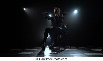 silhouette, fumée, plancher, notes, musicien, dispersé, sombre, arrière-plan noir, violon, studio.